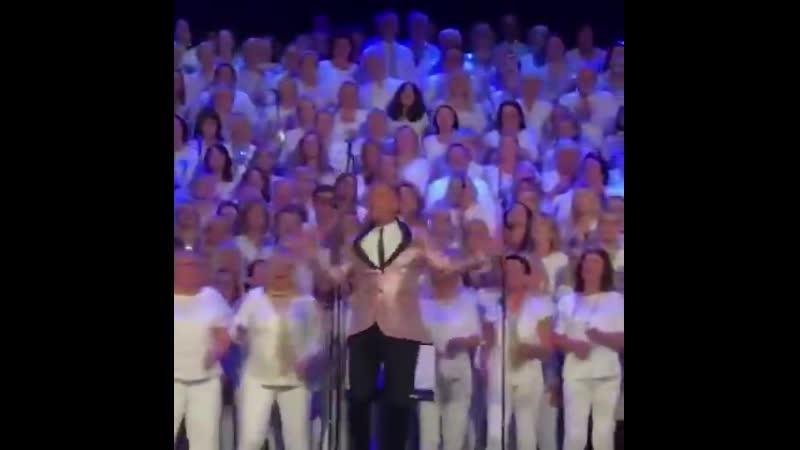 Avicii - Wake Me Up (tribute by thousand choir singers)
