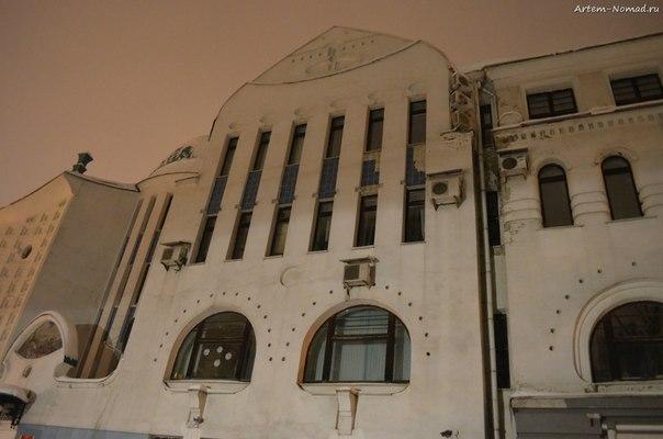 Налоговая инспекция. Интересное модерновое здание.