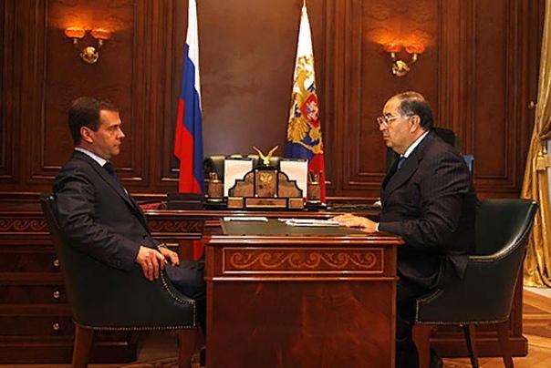 Алишер Усманов Алишер Усманов один из самых богатых и влиятельных людей России, российский миллиардер узбекского происхождения, имеющий свыше $12,5 млрд по состоянию на 2018 год. Бизнесмен и