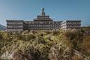 Самый большой заброшенный отель в Японии словно создан для экранизации книг Стивена Кинга