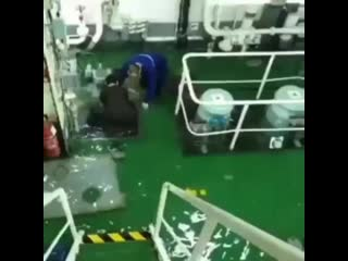 Accident...... the ship leaks, engine room _scream__scream__scream_. may all the crew be secured _ ( 750 x 750 ).mp4