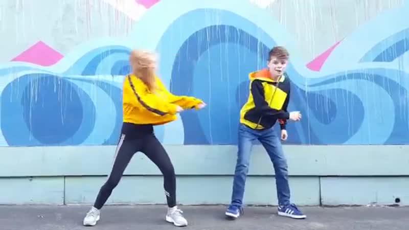 BABY SHARK DANCE CHALLENGE! Merrick Sarah Lil Mini!