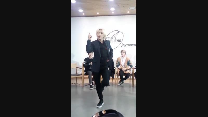 Hwi confidently dancing to chunghas gotta go