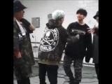ᵗᶦⁿʸ yoongi trying to play a fight with big jungkook remains the cutest video