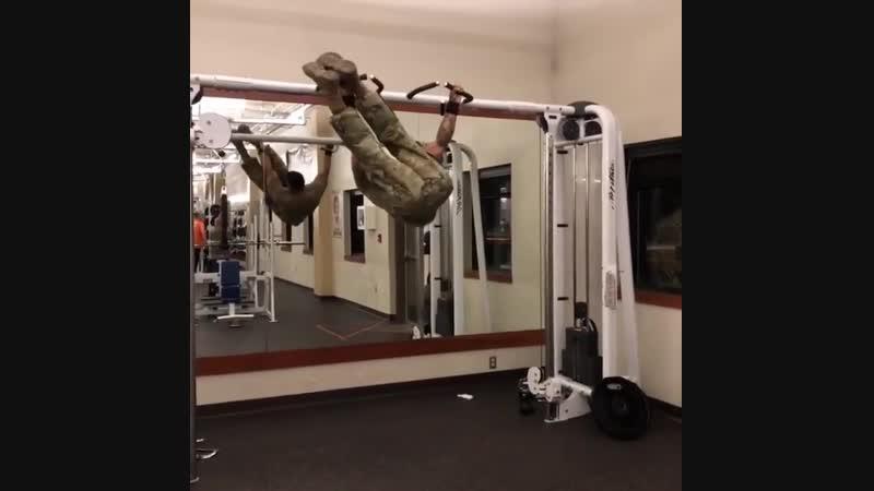 Strength of Body. Солдат показывает свою мощную тренировку