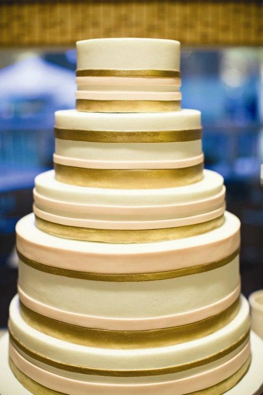 iODC0dbfNA8 - Золотые и серебряные свадебные торты 2016 (70 фото)