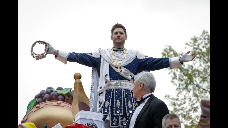 Jensen Ackles como Rei Baco (Mardi Gras)