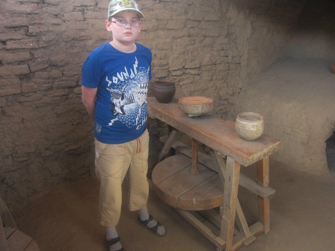 Гончарный круг в музее древних производств (25.06.2013)