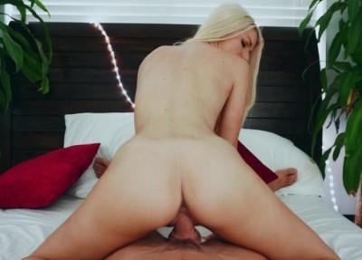 Banging Bikini Blonde