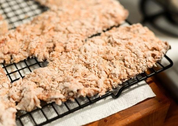 НЕЖНЫЕ ОТБИВНЫЕ ИЗ ГОВЯДИНЫ Невероятно вкусное, таящее во рту, мясо!_______В холодильнике ищем:Отбивные 4 ШтукиКукурузный крахмал 1/2 СтаканаЯйцо 1 ШтукаКефир 1/2 СтаканаМука 1/2 СтаканаСоль и