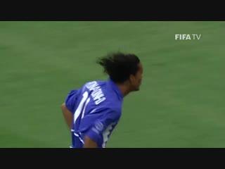 Роналдиньо - мяч в ворота сборной Англии, 2002 год