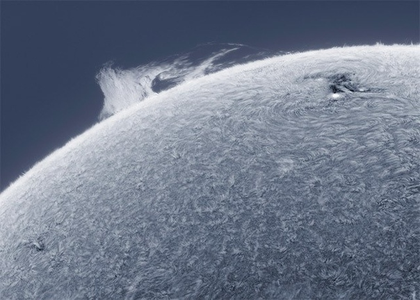 Бостонский астрофотограф энтузиаст Алан Фридман (Alan Friedman) через телескоп делает сногсшибательные снимки Солнца с самыми невероятными
