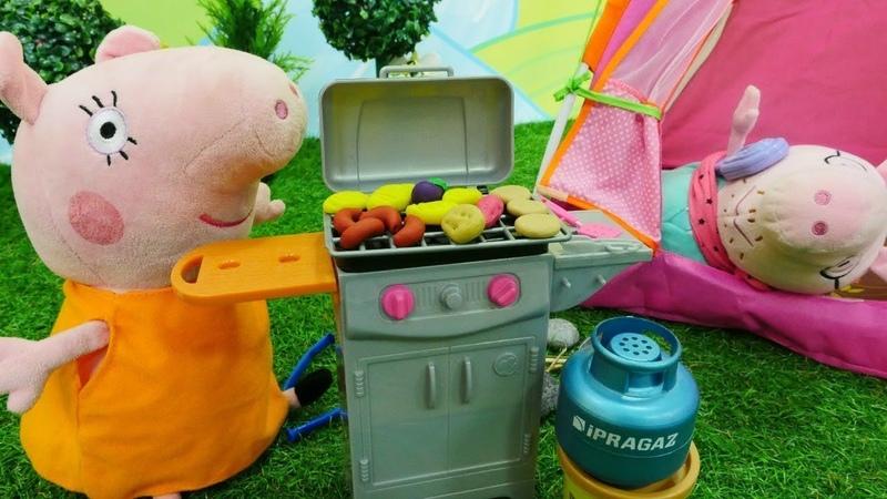Barbie und Peppa Wutz Spielzeuge. Wie die Spielsachen den Sommer verbringen