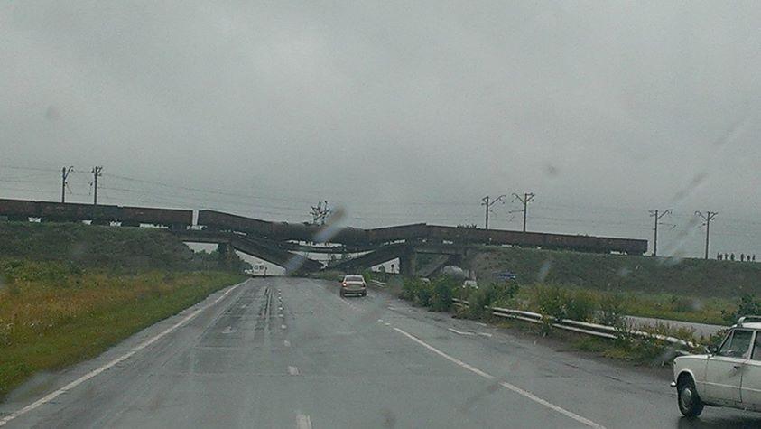 Мост возле Новобахмутовки на выезде из Донецка Фото Андрея Бойченко