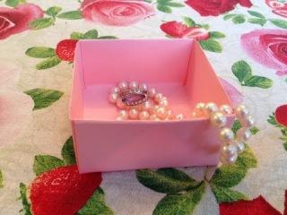 Как сделать коробочку без клея и ножниц (Коробочка-оригами)