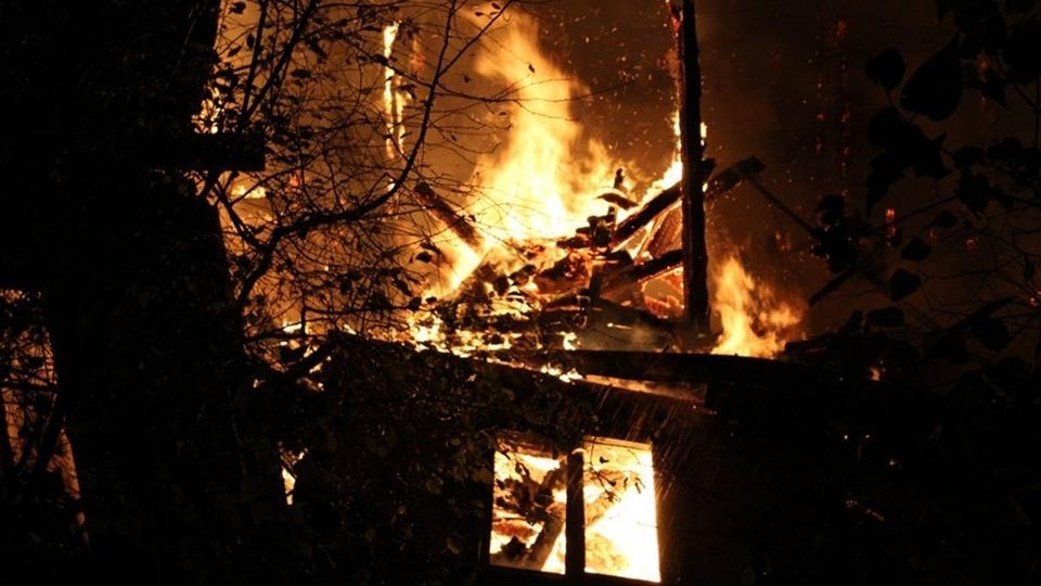 В ночном пожаре погиб житель Красноармейска
