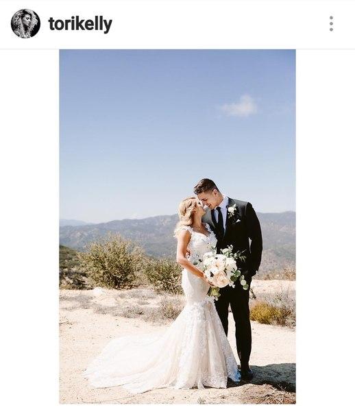 Американская певица Тори Келли вышла замуж за немецкого баскетболиста Андре Мурилло.