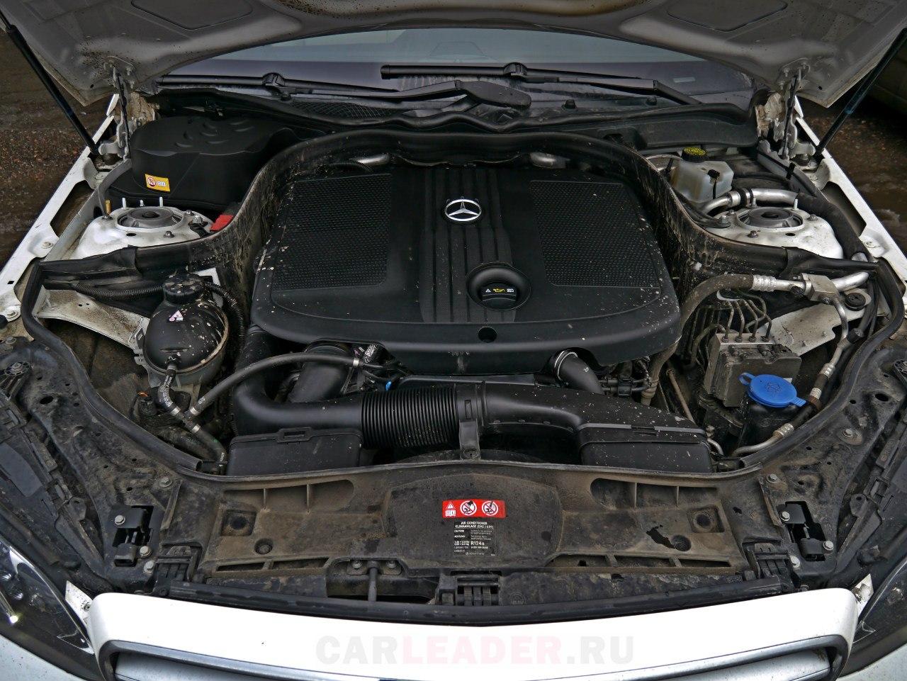 И даже подкапотное отделение Mercedes-Benz E 250 радует своим качеством.