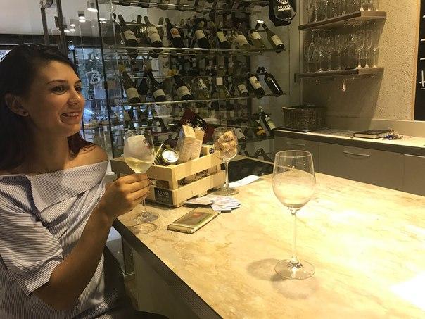 Пожалуй первый раз попал на дегустацию вин, купили какой то портвейн,