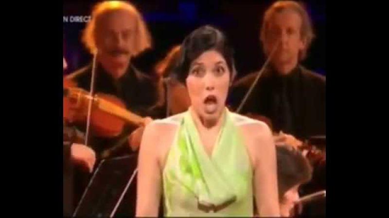 Прикольное исполнение арии в опере Песня и эмоции певицы неотразимы