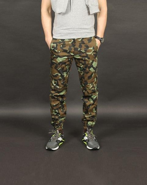 Камуфляжные зауженные брюки