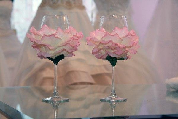 Бокалы украшенные лепестками своими руками - Золотые свадебные бокалы своими руками (фото и)
