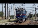 Тепловозы ТЭП70 0116 и ТЭП70 0170 с пассажирским поездом на перегоне разъезд 10 км Люботин проходит платформу Водяное