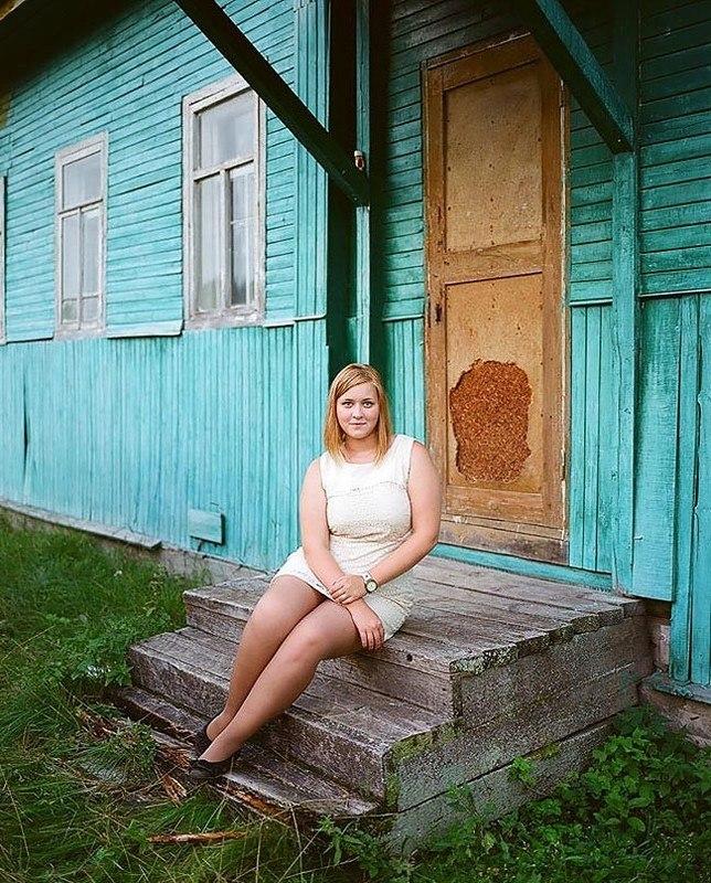 8H02iX6mHm0 - Есть девушки в русских селеньях: фоторепортаж из глубинки