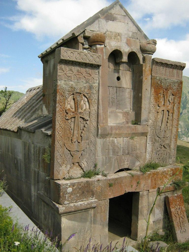 Одна из церквей монастыря Цахацкар