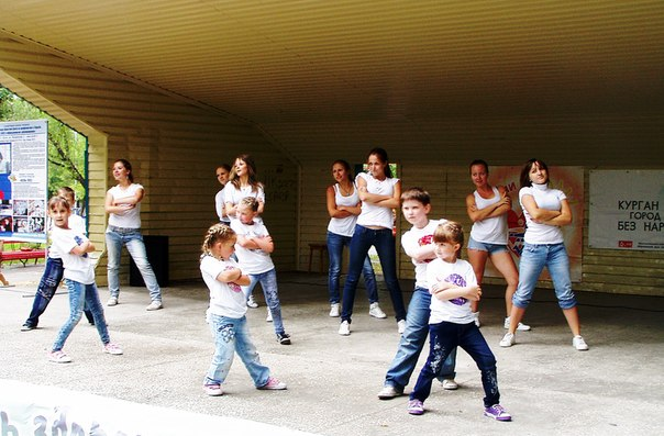 танцуют