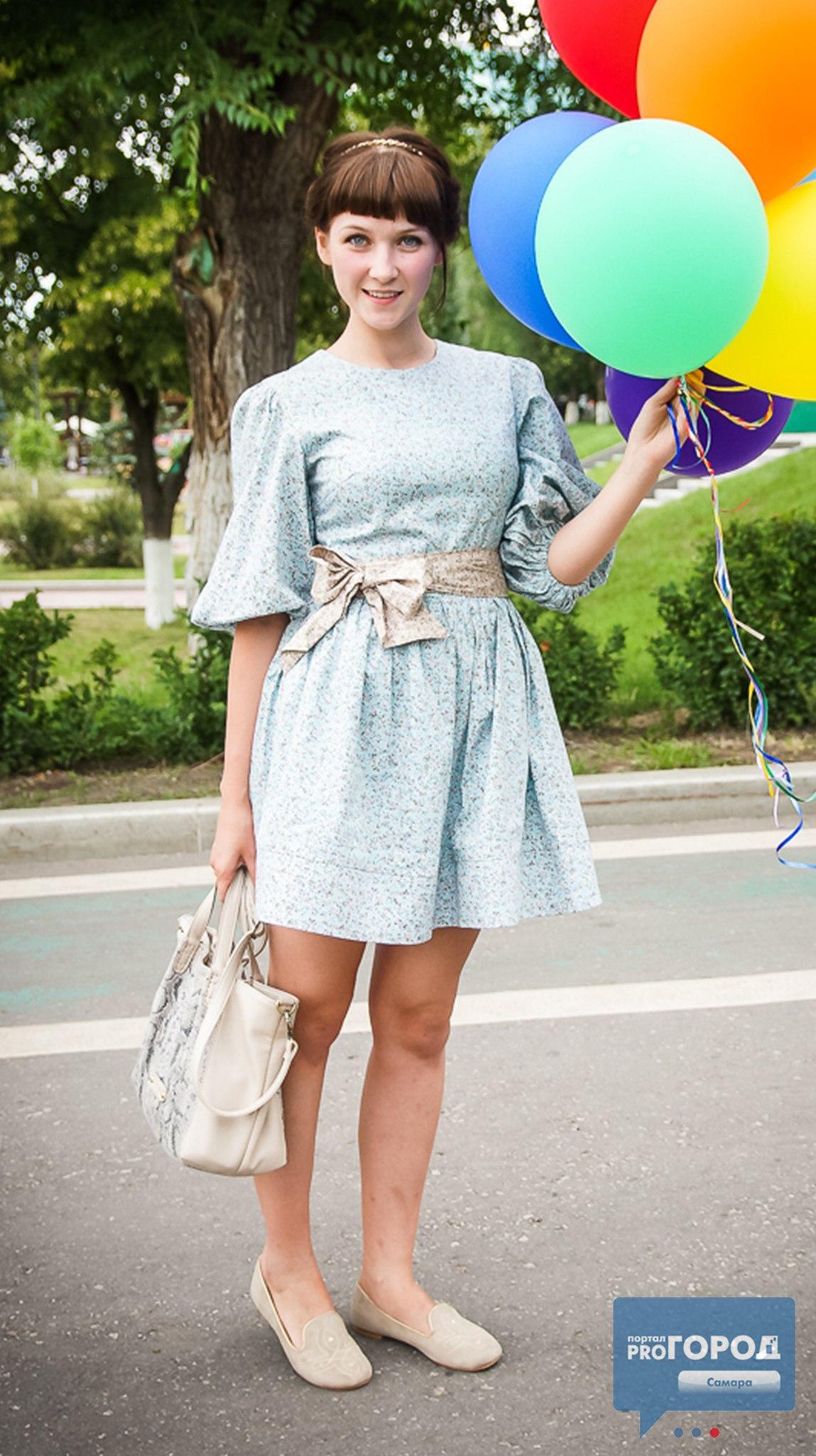 Картинки русская школь ница подняла платье фото 320-203