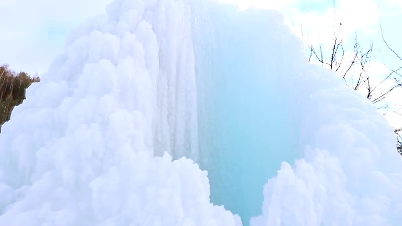Ледяной гейзер в селе Татинец Нижний Новгород БЕЗ ЦЕНЗУРЫ