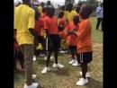 Угандийские дети в бесплатных Yeezy