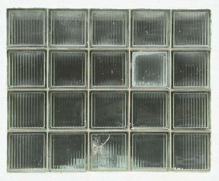 Строительство из стеклоблоков: почему подобный материал был так популярен в Советском Союзе