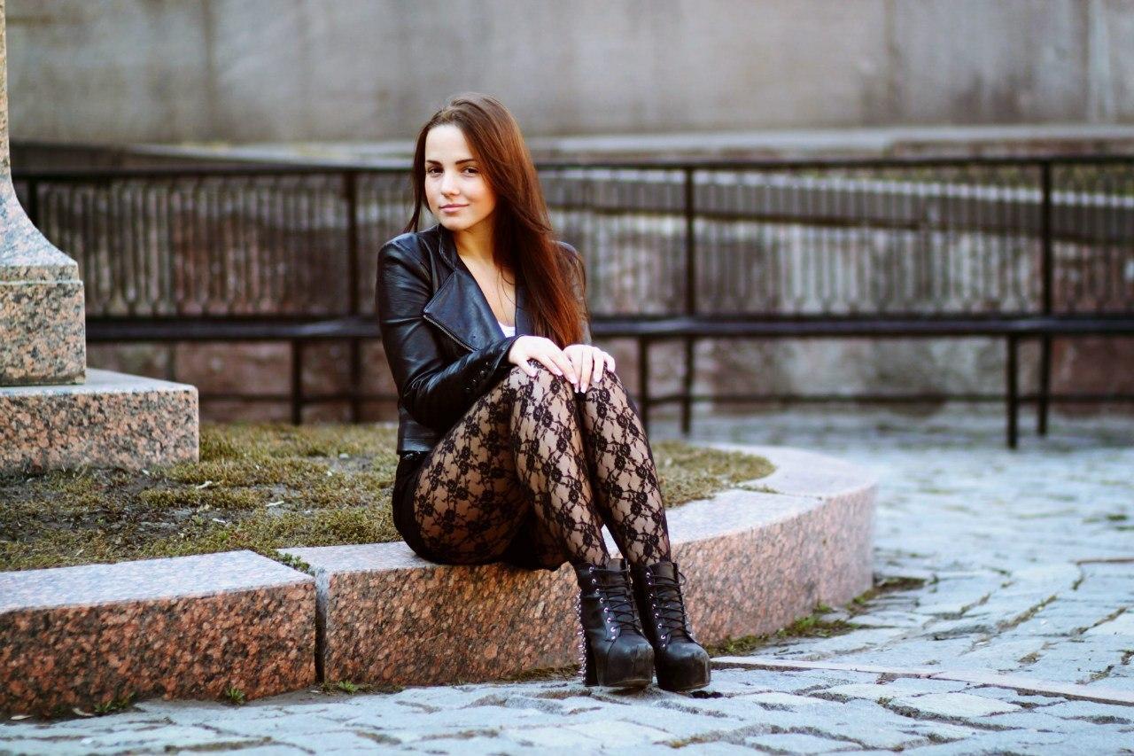 Фото женщин в кожаной юбке 11 фотография