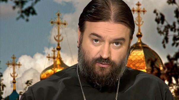 Разница между иереем и протоиереем Иерей и протоиерей это титулы православных священников. Присваиваются они так называемому белому духовенству тем священнослужителям, которые не дают обет