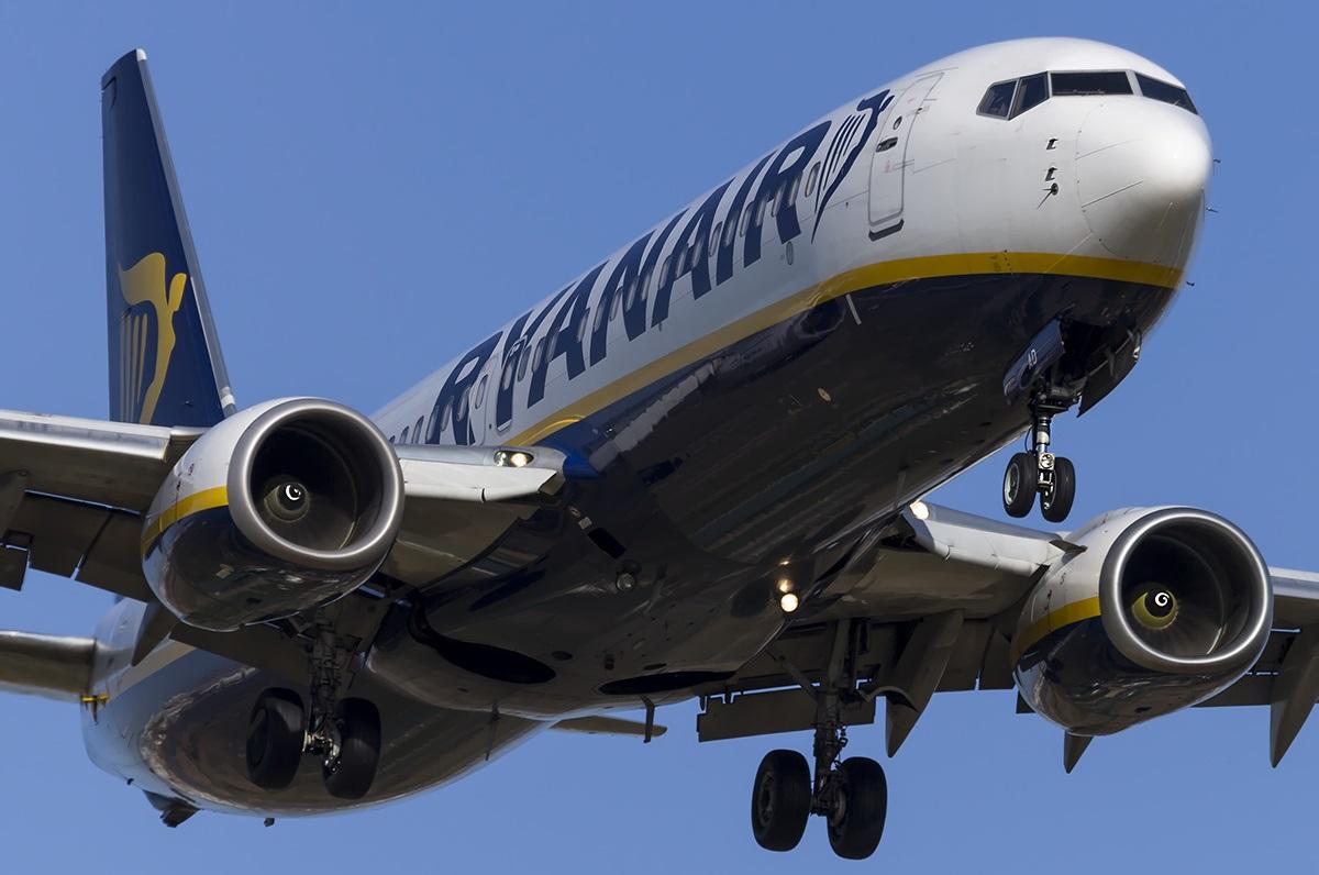 Лайнер Boeing 737 крупным планом