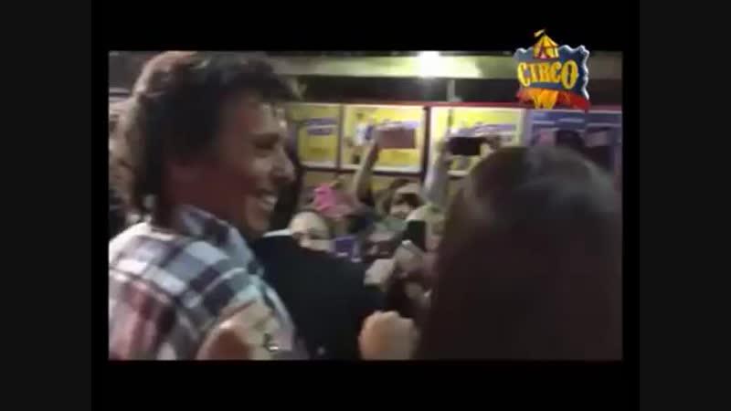 Gustavo Bermúdez a la salida del teatro - Córdoba 2015
