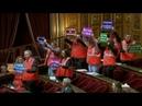 Des pancartes et des gilets SNCF dans l'hémicycle