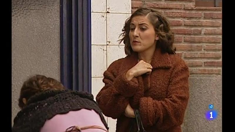 Episodio 10 - Elpidia entra en el salón de los Robles anunciando que se han llevado a Andrea