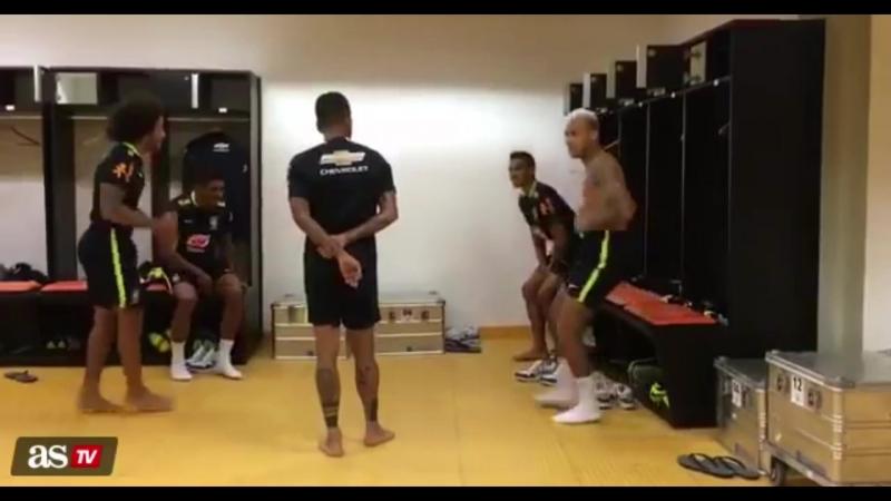 Танцы в раздевалке сборной Бразилии ( 2016 год )
