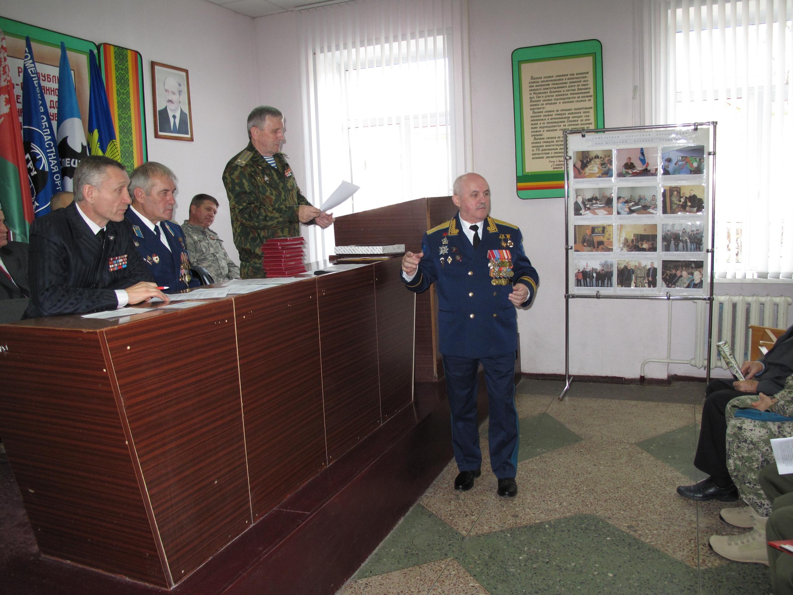 Генерал-майор Тишин Е.В. перед вручением памятных знаков 100 лет ГРУ ГШ РФ ветеранам военной разведки