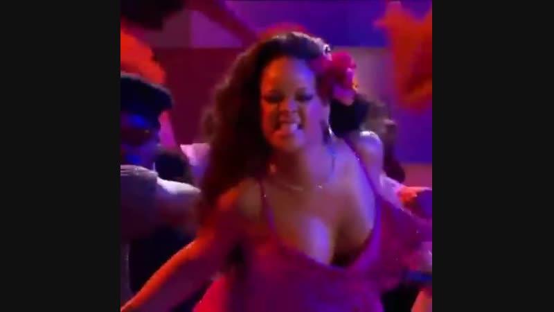 Rihanna WILD show Gwaragwara dance while performing WILD THOUGHT with DJ Khalid Grammy 2018