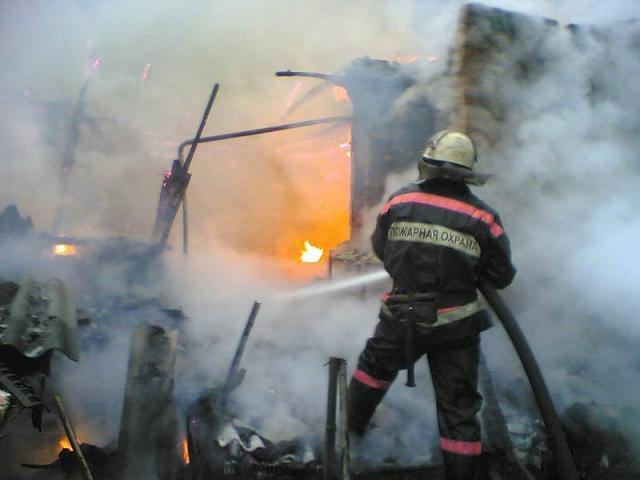В Алакуртти загорелся магазин