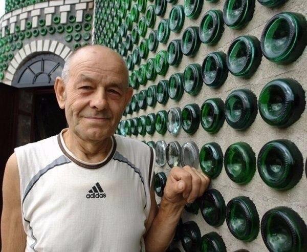 Восемь тысяч бутылок из-под шампанского и 20 лет жизни понадобилось, чтобы построить дачу