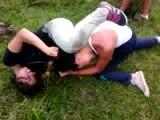 aws dos mujeres peleando por un hombre - YouTube