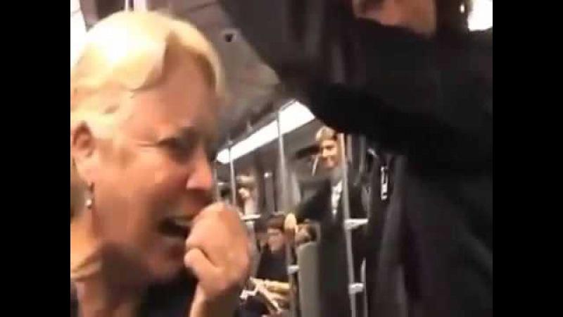 Заразительный смех в метро. Все пассажиры плачут от смеха.