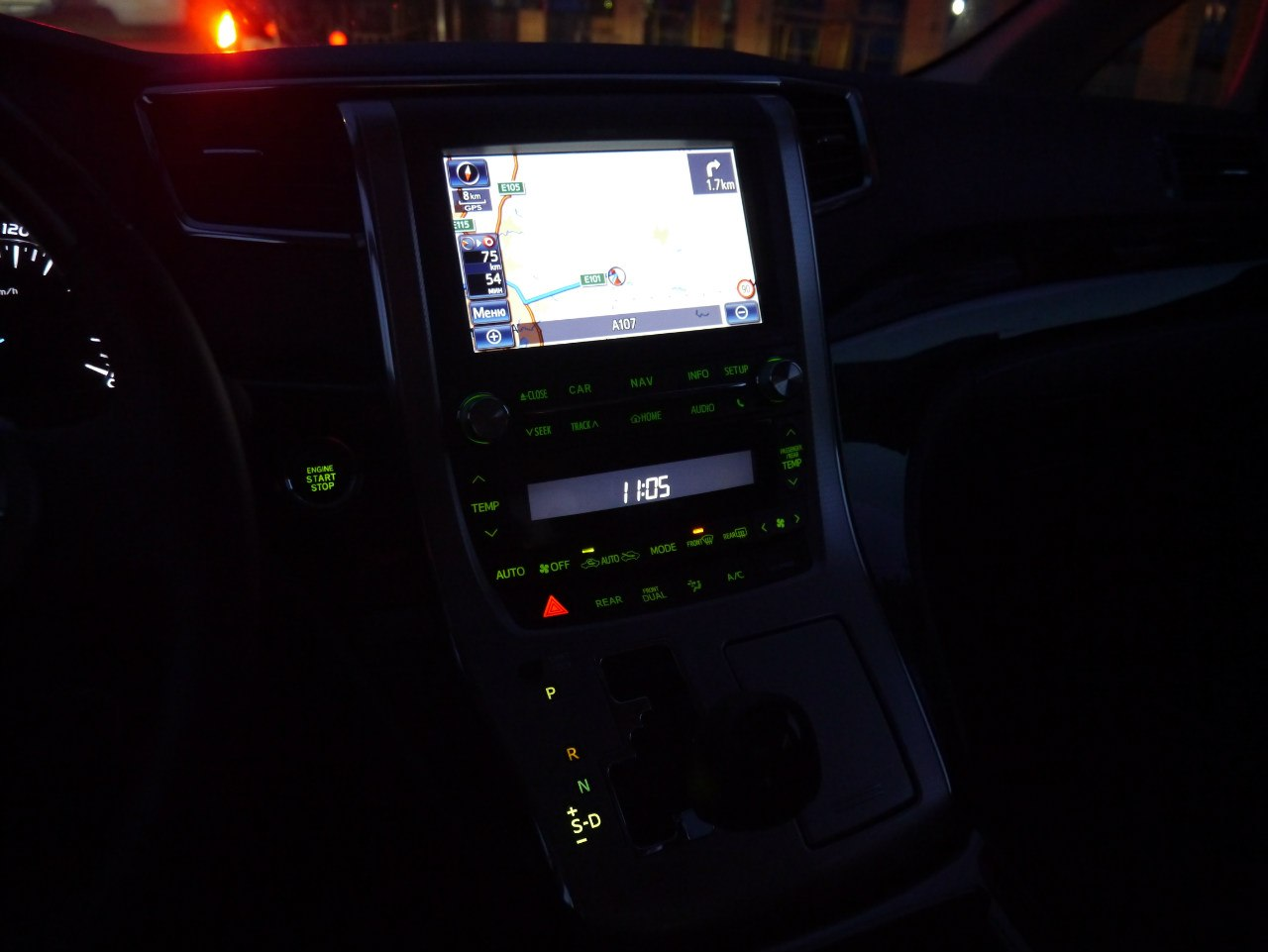 Navi Toyota Alphard 2013.