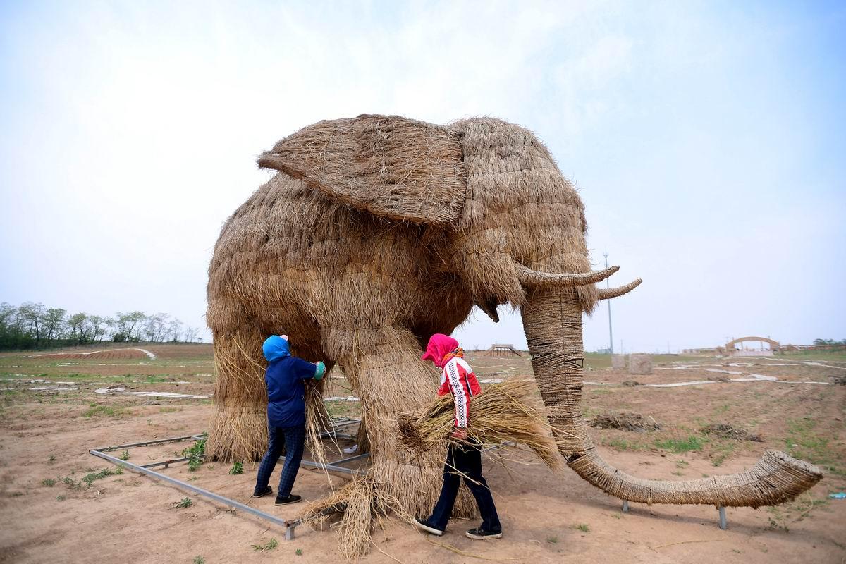 Китай - родина соломенных слонов: Народное скульптурное творчество из подручных материалов