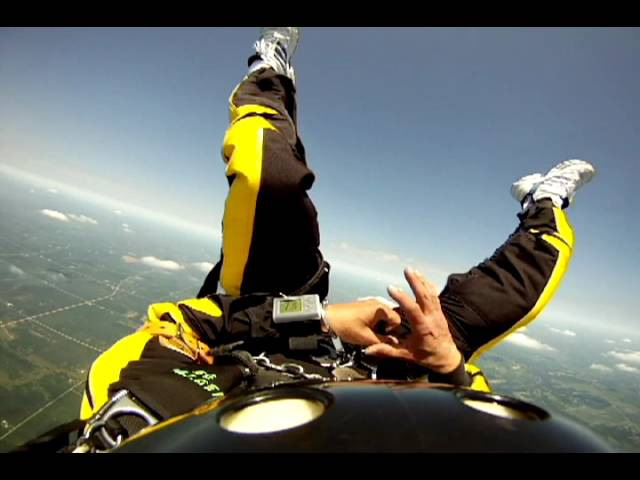 Прыжок с парашютом в наручниках | Escape Artist Anthony Martin's Point of View Skydiving While Handcuffed